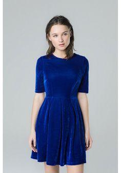 Blue velvet dress, V neck, regular fit /95% polyester 5% spandex/ Machine wash up to 30ºC/ Our model wears an S