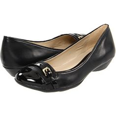 Shoes: Flats are a great choice if you have an all day interview, or if you'll be need to walk on a tour.