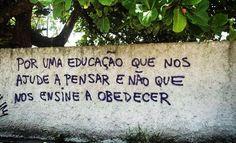 """Homens e mulheres criados no ambiente familiar e escolar autoritários são os que garantem a manutenção das ditaduras e do capitalismo, bem como as falsas democracias. Eles """"espelham e reproduzem o Estado"""" são pessoas neuróticas, fracas, despreparadas, incompetentes e impotentes para a vida pessoal plena e social satisfatória.  (Roberto Freire)"""