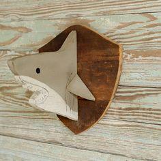 Pronken met uw gewaardeerde grote vangst met onze witte haai Trophy hoofd! Het is een groot item voor uw kids kamer, kinderspel kamer, of