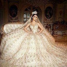 Выбор платья для невесты – нет ничего важнее этого процесса. Выбор итальянского платья – это ритуал, результатом которого послужит превращение обычной девушки в прекрасную богиню. Равных по красоте ей не будет во всем мире. Наши дорогие невесты вас ждёт новая коллекция из Милана!#perybridalsalon #pery #weddingdress #wedding #bridaldress # bridal http://gelinshop.com/ipost/1515085476221777036/?code=BUGqjaejXSM