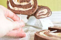 Sucettes gourmandes de bûche roulée chocolat, poire & caramel Place Card Holders, Creme Caramel, Cooking Food, Poached Pears