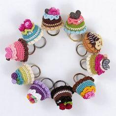 Crochet cupcake rings by @La Farme / Anne w. Fjærvoll  I want one!