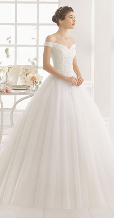 Find Wedding Dresses by Aire Barcelona thanks to our search engine. Discover the latest tips and trends in Wedding Dresses by Aire Barcelona. Aire Barcelona Wedding Dresses, 2016 Wedding Dresses, Bridal Dresses, Dresses 2016, Gown Wedding, Wedding Rings, Long Dresses, Classy Wedding Dress, Beaded Dresses