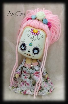 Mini Sugar Skull doll Rosa with pink hair and blue eyes. Handmade by AresCrea on Etsy Ugly Dolls, Creepy Dolls, Cute Dolls, Zombie Dolls, Voodoo Dolls, Gothic Dolls, Monster Dolls, Creepy Cute, Little Doll