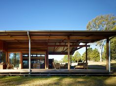 Image 35 of 35 from gallery of Hinterland House / Shaun Lockyer Architects. Photograph by Shaun Lockyer Architects Rural House, House In The Woods, Australian Architecture, Architecture Design, Tiny House Design, Home Design, Parc Floral, Modern Barn House, Casas Containers