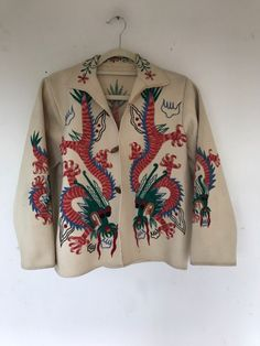 Vintage Mexican Wool Felt Jacket Embroidered with Qing Dynasty Dragons Cool Outfits, Casual Outfits, Fashion Outfits, Fashion 2020, Daily Fashion, Vintage Sweaters, Vintage Wool, Mexican Outfit, Qing Dynasty