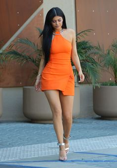 kylie jenner orange dress - Pesquisa Google