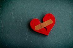 La mia ferita nell'anima non si chiude perché è fatta di punti di sospensione; continua ad avere un effetto negativo sulla mia persona