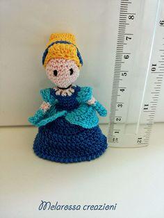 Bambola amigurumi in miniatura OOAK fatta a di MelarossaCreazioni
