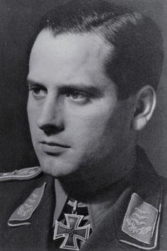 """Major Gerhard Schöpfel (1912-2003), Ritterkreuz 11.09.1940 als Hauptmann und Kommandeur III./Jagdgeschwader 26 """"Schlageter"""" ✠ 40 Luftsiege, ca. 700 Feindflüge. Zuletzt Kommodore JG 6."""