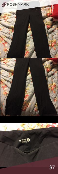 Old Navy Active boot cut leggings Worn and has pilling Old Navy Pants Boot Cut & Flare