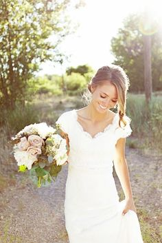 GORGEOUS modest wedding dress @ wish-upon-a-weddingwish-upon-a-wedding. love the laid back hair style Wedding Robe, Wedding Attire, Wedding Gowns, Perfect Wedding, Dream Wedding, Wedding Day, Wedding Photos, Chic Wedding, Wedding Things