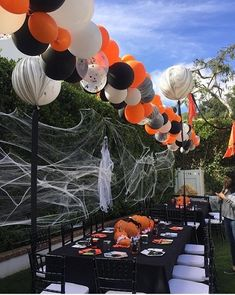 Make your Halloween party the talk of the town with out-of-the-box decoration ideas on spooky themes. Choose zany Halloween party decoration ideas here. Diy Halloween Party, Outdoor Halloween Parties, Halloween Balloons, Rustic Halloween, Halloween Table Decorations, Halloween Office, Spooky Halloween, Party Decoration, Holidays Halloween