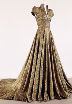 Women's Fashion Dresses, Dress Outfits, Haute Couture Gowns, Fantasy Gowns, Event Dresses, Costume Design, Pretty Dresses, Beautiful Outfits, Evening Gowns