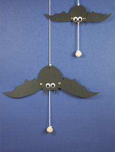 Activité manuelle pour Halloween - Fabriquer une chauve-souris articulée