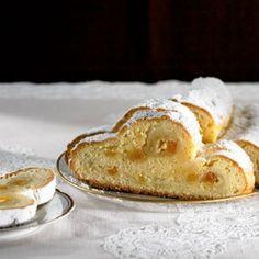 German Cakes Recipes, German Desserts, Cake Recipes, Dessert Recipes, Marzipan, Stollen Recipe, German Bread, German Stollen, Cake Bars