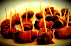 Svesker og abrikos i baconsvøb