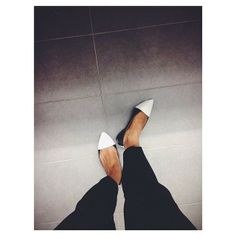 Black and white pointy flats//