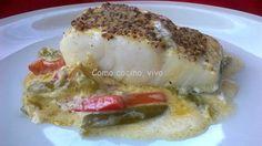 Ingredientes para 4 raciones: 4 trozos de lomo de bacalao desalado 2 puerros 2 pimientos verdes tipo italiano 1/3 de pimiento rojo Mostaza antigua 150 ml de crema de leche Aceite de oliva virgen ex...