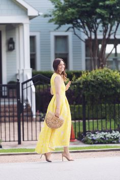 Caroline styles a yellow lace dress for spring << HOUSE of HARPER