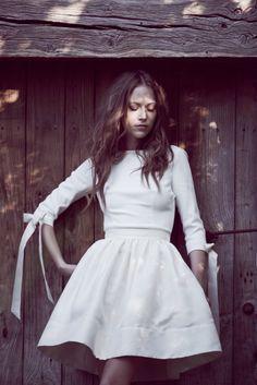 Delphine Manivet - robes de mariée - Collection 2016 - Top Cyrus 1250€ et Jupe Yves courte 990€ - A découvrir sur le blog mariage La mariée aux pieds nus
