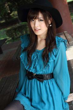 Cute Japanese Girl, Beautiful Asian Women, Skirt Fashion, Asian Woman, Blouse, Sexy, Skirts, Beauty, Tops