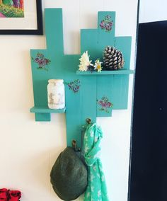 Cute handmade pallet shelf/coat rack #cute #handmade #pallet #palletproject #diy #chalkpaint #kingfisher #interiors #love #upcycle #quirky #flowers #roses #decoupage #floral #salvage #shelf #shelves