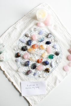 How To Make a Crystal Grid for Healing + Wellness @helloglowblog