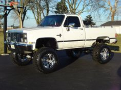 Old school chevy- i could look at this baby all day! Chevy Pickup Trucks, Lifted Chevy Trucks, Gm Trucks, Chevy Pickups, Chevrolet Trucks, Diesel Trucks, Cool Trucks, Chevy 4x4, Chevrolet Silverado