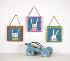 Bunny Family Wall Trio -- Hang bunny family portraits on a wall this Easter. #decoartprojects