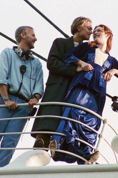 James Cameron, Leonardo DiCaprio and Kate Winslet on the set of Titanic Kate Titanic, Film Titanic, Rms Titanic, Leonardo Dicaprio Kate Winslet, Young Leonardo Dicaprio, Sad Movies, Famous Movies, James Cameron, Titanic Behind The Scenes