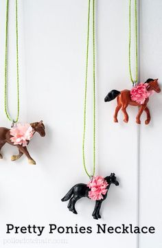 Such a fun jewelry idea would be a great little girls party favor. Tutorial - Looking for QUICK and EASY Horse party favors? A tutorial for Horse Pretty Ponies Necklaces. A fun Kentucky Derby Party Pony Party Favor. Horse Birthday Parties, Cowgirl Birthday, Elmo Birthday, Dinosaur Birthday, Birthday Ideas, Horse Party Favors, Diy Spring, Diy Collier, Horse Necklace