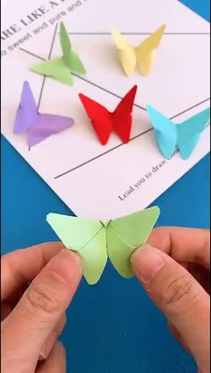 Paper Crafts Ideas - The Effective Pictures We Offer You About diy furniture A quality picture can tell you many things - Paper Flowers Craft, Paper Crafts Origami, Paper Crafts For Kids, Flower Crafts, Origami Flowers, Flower Oragami, Origami Butterfly, Origami Gifts, Butterfly Wall Art