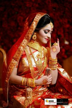 hashtags for indian wedding photography Indian Bridal Photos, Indian Wedding Poses, Indian Wedding Couple Photography, Bride Photography, Indian Weddings, Photography Ideas, Bengali Bride, Bengali Wedding, Hena