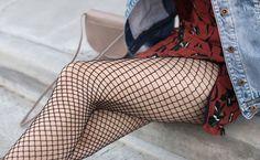 Meia-calça arrastão: como usar esse acessório com personalidade Marina And The Diamonds, Punk, Knee Boots, Stockings, Fashion, Dark Clothing, Gingham Dress, Style, Socks
