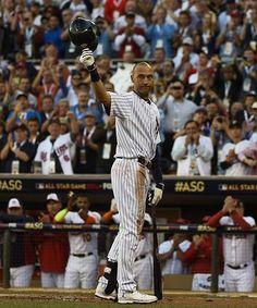 1回、打席に立つ前に歓声に応えるア・リーグのジーター(ヤンキース)=15日、ミネアポリス(EPA=時事) ▼16Jul2014時事通信|ヤンキースのジーター、主役の輝き=米大リーグ球宴 http://www.jiji.com/jc/zc?k=201407/2014071600242 #Derek_Jeter #New_York_Yankees #Major_League_Baseball_All_Star_Game_2014