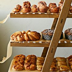 An elegant centerpiece for a breakfast or brunch buffet, this pull-apart pastry is light and flaky like a croissant, with a sweet spiced pecan filling. Hotel Breakfast, Breakfast Ring, Breakfast Pastries, Best Breakfast, Bread Display, Pastry Display, Brunch Buffet, Breakfast Buffet, Morning Bun