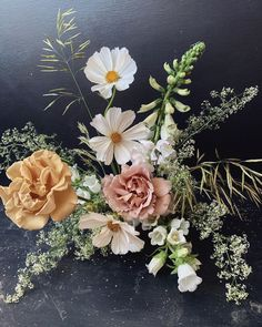 Spring and Summer Floral Inspo Flower Centerpieces, Wedding Centerpieces, Wedding Table, Wedding Decorations, Centrepieces, Floral Wedding, Wedding Flowers, Bride Bouquets, Planting Flowers