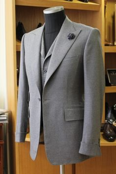 """turnoverchange: """" Chittleborough & Morgan, tribute to Tommy Nutter. Bespoke Suit, Bespoke Tailoring, Mens Fashion Suits, Mens Suits, Raymond Suit, Suits You Sir, Mens Leather Coats, Fashion Books, Men's Fashion"""