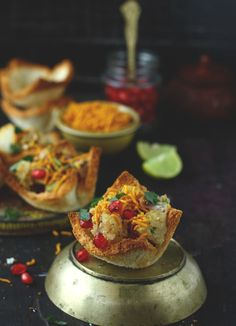 Have you ever think of making basket chaat using bread? If not yet, then try this step by step bread basket chaat recipe. Indian Appetizers, Indian Desserts, Indian Snacks, Indian Dishes, Indian Food Recipes, Diwali Recipes, Party Appetizers, Party Snacks, Snack Recipes