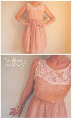 *Vintage Dress Dots Spitze/ (Abend-) Kleid Chiffon*  Schickes Abendkleid aus Chiffon im verspielten Vintagestil. Größe S/M.  Farbe: Nude/ Crem...