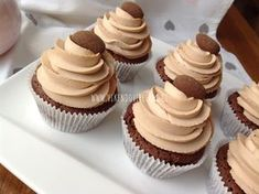 Brownie cupcakes s karamelovým krémem Brownie Cupcakes, Cheesecake Cupcakes, Cupcake Recipes, Dessert Recipes, Desserts, Cake Recept, Healthy Cake, Chocolate, Bakery