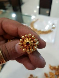 Gold earrings designs for daily use - Simple Craft Ideas Gold Jhumka Earrings, Jewelry Design Earrings, Gold Earrings Designs, Gold Jewellery Design, Antique Earrings, Gold Jewelry Simple, Gold Rings Jewelry, Silver Rings, Gold Mangalsutra Designs