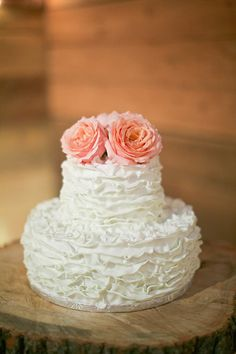 Bolo ao estilo ruffled cake daBlooming Flour Bakery.