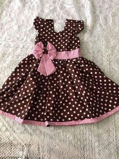 Marrom com bolas rosas Dresses Kids Girl, Girl Outfits, Baby Alive, Elba, Blouse Styles, Baby Wearing, Kids And Parenting, Frocks, Baby Dress