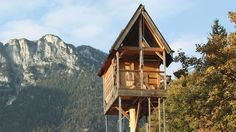 <strong></strong>Pete Nelson, the world's premier treehouse designer/builder, takes you on a tour of the best treehouses and details his tricks of the trade so you can build your own.