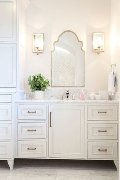 What is The Best Standard Height of a Bathroom Vanity Wc ideas Badkamer spiegel Vessel sink bathroom Gäste wc Badezimmer waschtisch Waschtisch diy Modern Bathroom Mirrors, Beautiful Bathrooms, Small Bathroom, Master Bathroom, Bathroom Vanity Mirrors, Feminine Bathroom, Navy Bathroom, Zen Bathroom, Bathroom Plants