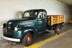 Vintage truck... Farm Trucks, Mini Trucks, New Trucks, Cool Trucks, Pickup Trucks, Cool Cars, Classic Trucks, Classic Cars, Detroit Steel
