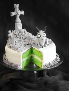 """Have heard mixed reviews on the movie """"Frankenweenie"""" but I love Tim Burton and this cake is so awesome! Would be amazing to have."""